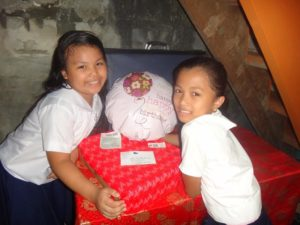 Sharing the happiness of the birthday box for Babeselle.
